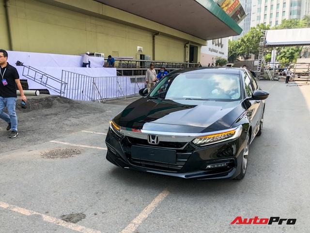 Honda Accord 2019 lăn bánh vào triển lãm, sẵn sàng ra mắt khách Việt với giá khoảng 1,2 tỷ đồng - Ảnh 2.