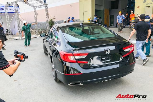 Honda Accord 2019 lăn bánh vào triển lãm, sẵn sàng ra mắt khách Việt với giá khoảng 1,2 tỷ đồng - Ảnh 4.