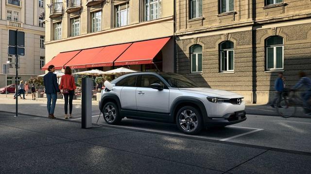 Ra mắt Mazda MX-30: Mở cửa như xe Rolls-Royce