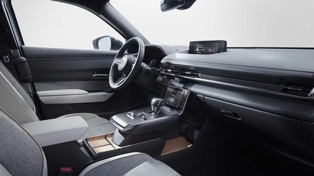 Ra mắt Mazda MX-30: Mở cửa như xe Rolls-Royce - Ảnh 5.
