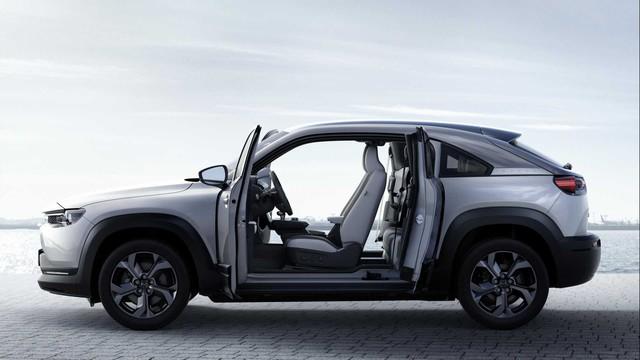 Ra mắt Mazda MX-30: Mở cửa như xe Rolls-Royce - Ảnh 2.