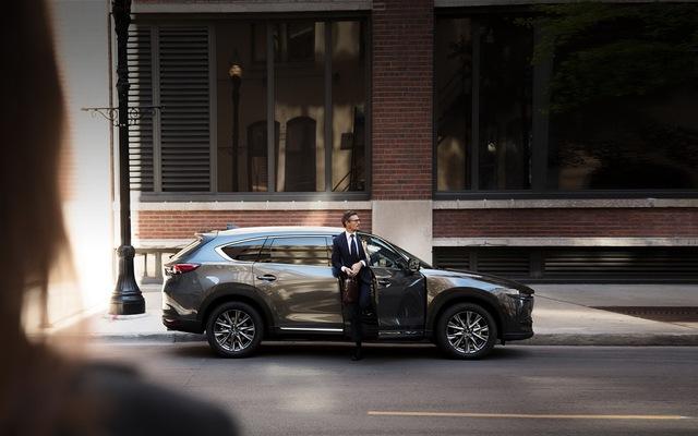 Ra mắt Mazda CX-8 mới: Thêm nhiều option để đấu Hyundai Santa Fe - Ảnh 1.