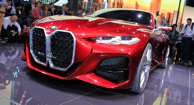 BMW trêu chọc Mercedes trong dịp Halloween, nhận pha đáp trả ngượng chín mặt - Ảnh 3.