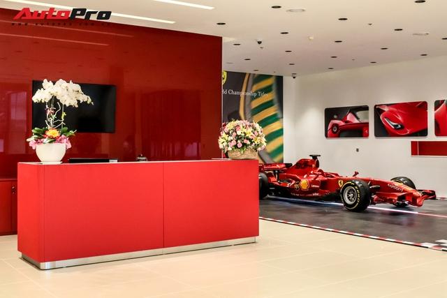 Khám phá bên trong showroom Ferrari chính hãng tại Việt Nam: Từ gạch lát nền đúng chuẩn đến diện tích lớn hàng đầu thế giới - Ảnh 4.