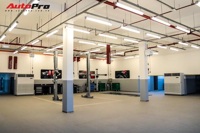 Khám phá bên trong showroom Ferrari chính hãng tại Việt Nam: Từ gạch lát nền đúng chuẩn đến diện tích lớn hàng đầu thế giới - Ảnh 11.