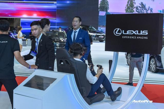 Những trò hút khách tại Triển lãm ô tô Việt Nam 2019 - Xúc tác mạnh kéo khách hàng tới từng gian hàng - Ảnh 5.
