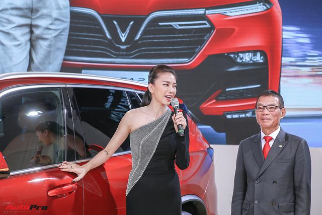 Ngô Thanh Vân nhận xe VinFast Lux SA2.0 giá hơn 1,7 tỷ đồng và sẽ mang xe lên phim - Ảnh 3.