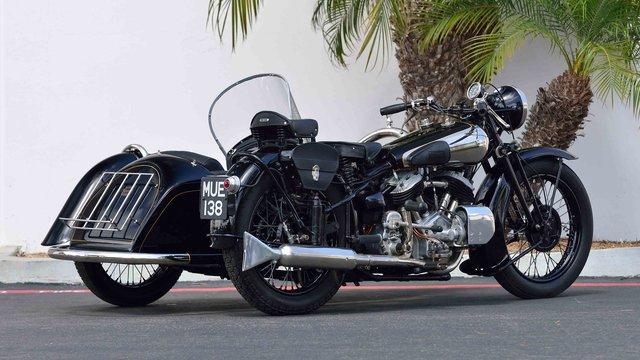 Aston Martin lần đầu tiên sản xuất mô tô đấu BMW Motorrad - Ảnh 1.