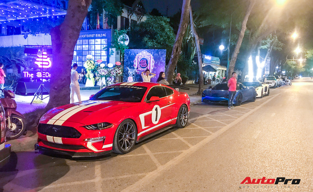 Bộ ba siêu xe và xe thể thao tiền tỷ khoe dáng trên đường phố Hà Nội - Ảnh 1.