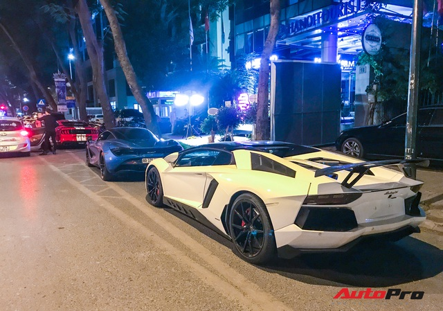 Bộ ba siêu xe và xe thể thao tiền tỷ khoe dáng trên đường phố Hà Nội - Ảnh 2.