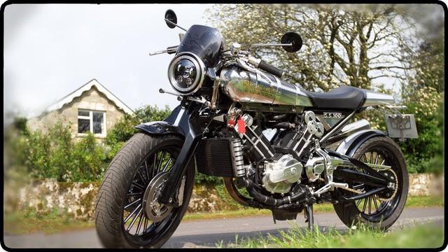 Aston Martin lần đầu tiên sản xuất mô tô đấu BMW Motorrad - Ảnh 3.