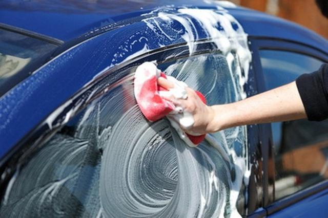 Những sai lầm tai hại khi tự rửa ô tô tại nhà - Ảnh 2.