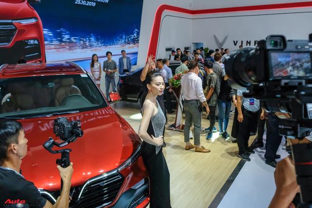Ngô Thanh Vân nhận xe VinFast Lux SA2.0 giá hơn 1,7 tỷ đồng và sẽ mang xe lên phim - Ảnh 2.