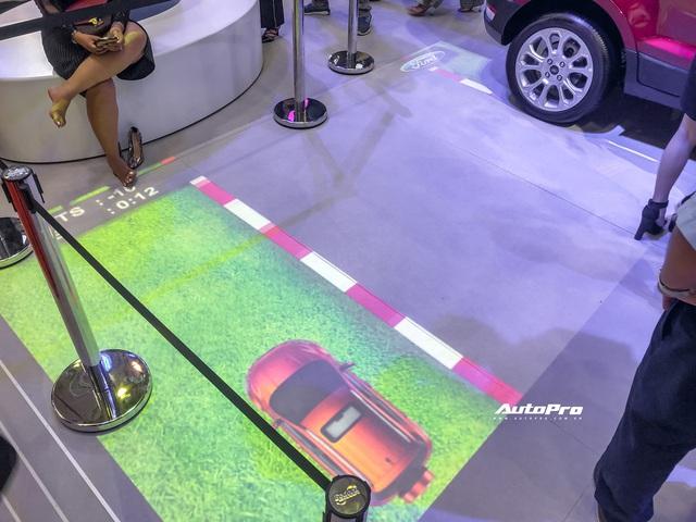 Những trò hút khách tại Triển lãm ô tô Việt Nam 2019 - Xúc tác mạnh kéo khách hàng tới từng gian hàng - Ảnh 14.