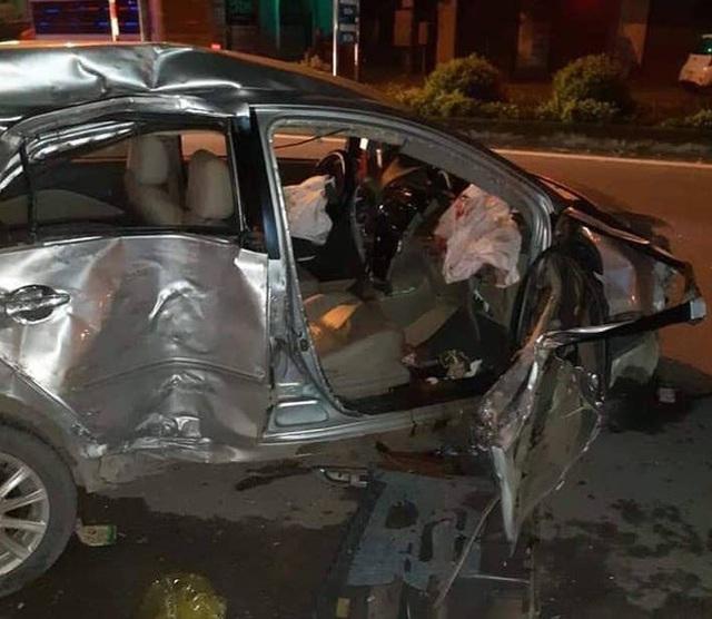 Clip: Xe khách chạy tốc độ cao tông thẳng vào Toyota Vios khiến 3 người chết ở Nghệ An - Ảnh 4.