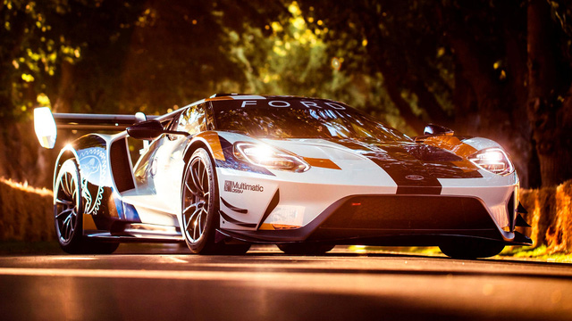 Ford âm thầm phát triển siêu xe GT đe dọa Ferrari?