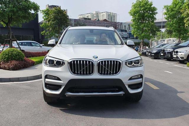 THACO sắp giảm giá BMW X3 và X5 cả trăm triệu đồng, 'xuống nước' trước Mercedes-Benz GLC và GLE - Ảnh 1.
