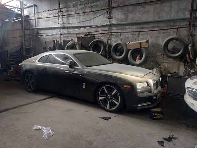 Chiếc Rolls-Royce Wraith hàng hiếm của đại gia Việt nằm phủ bụi hàng tháng trời - Ảnh 1.