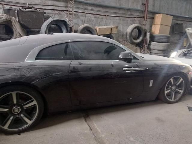 Chiếc Rolls-Royce Wraith hàng hiếm của đại gia Việt nằm phủ bụi hàng tháng trời - Ảnh 2.