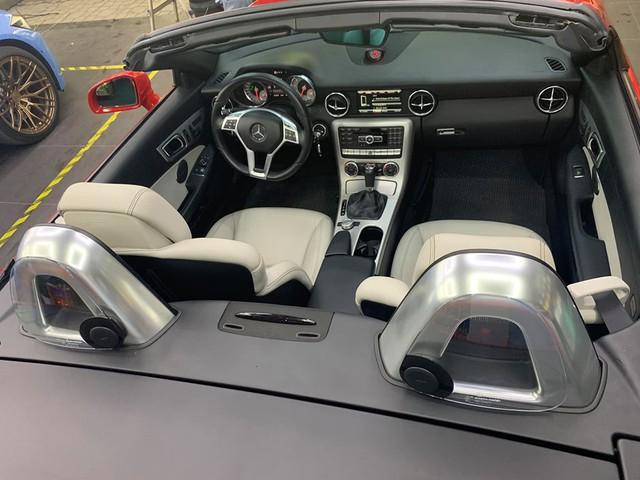 Mỗi năm chỉ chạy hơn 4.600 km, hàng hiếm Mercedes-Benz SLK bán rẻ bằng nửa giá mua mới - Ảnh 3.