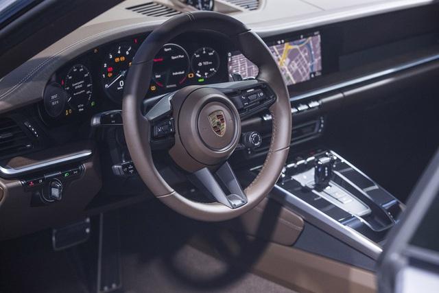Cường 'Đô-la' và Đàm Thu Trang tậu 911 Carrera S giá gần 8 tỷ đồng vào bộ sưu tập Porsche toàn màu trắng - Ảnh 6.