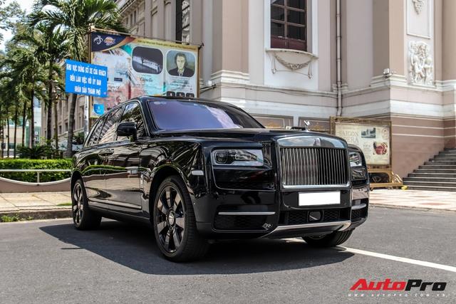 Rolls-Royce Cullinan giá đồn đoán 30 tỷ bất ngờ xuất hiện trên phố Sài Gòn - Ảnh 1.