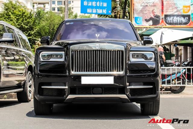 Rolls-Royce Cullinan giá đồn đoán 30 tỷ bất ngờ xuất hiện trên phố Sài Gòn - Ảnh 2.