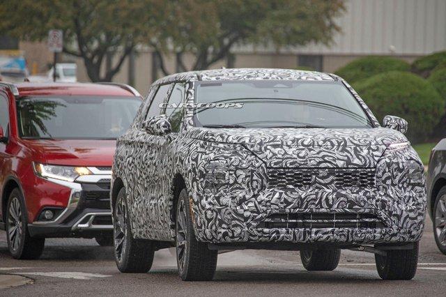 Mitsubishi Outlander 2021 lộ mặt, cà khịa Subaru Forester trên đường thử - Ảnh 3.