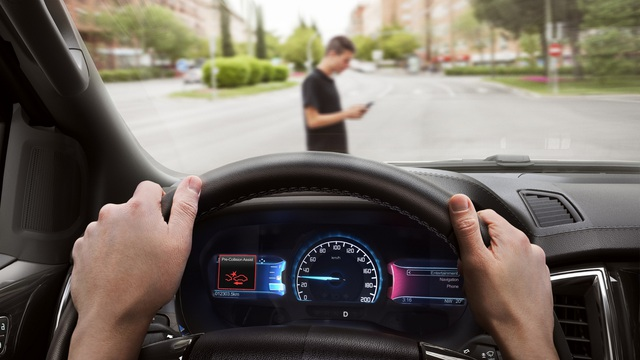 Mazda đua với Ford về công nghệ an toàn trên xe phổ thông tại Việt Nam - Ảnh 1.