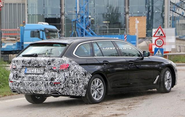 Góc thở phào: BMW 5-Series 2020 lộ mặt thử nghiệm, tản nhiệt vẫn thon thả như trước - Ảnh 3.