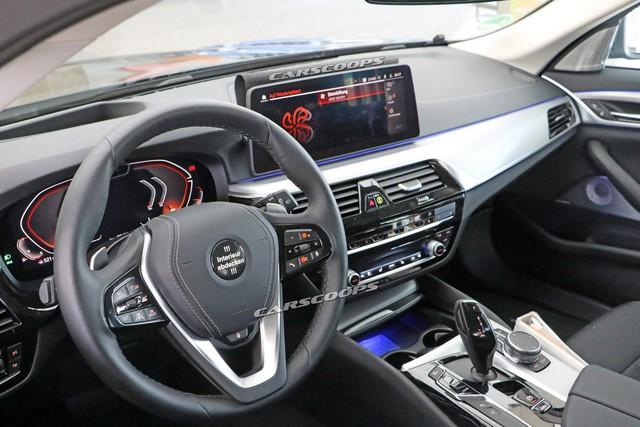 Góc thở phào: BMW 5-Series 2020 lộ mặt thử nghiệm, tản nhiệt vẫn thon thả như trước - Ảnh 4.