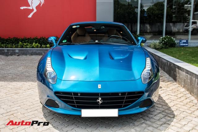 Ferrari California T tung cua ong Dang Le Nguyen Vu bat ngo xuat hien tai showroom Ferrari chinh hang