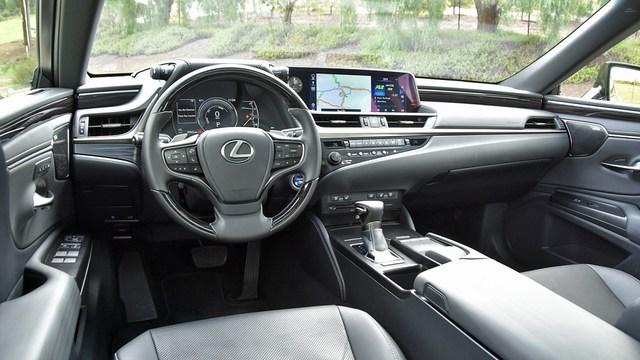 Lexus ES 300h lên lịch về Việt Nam cạnh tranh Mercedes-Benz E 300 AMG với giá khoảng 3 tỷ đồng - Ảnh 3.