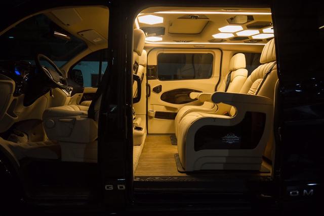 Đại lý hé lộ Ford Tourneo bản Limousine tiền tỷ cho khách Việt, đối đầu Kia Sedona bản độ hạng sang - Ảnh 1.
