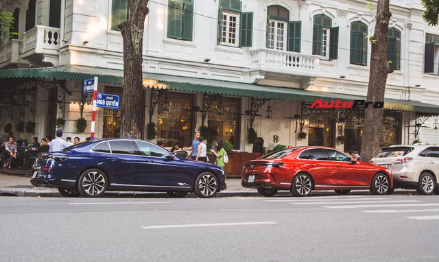 Hội VinFast Lux và nhóm chơi xe thể thao, xe sang cùng tụ tập trên phố Hà Nội - Ảnh 4.