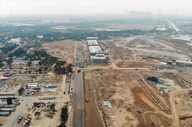 Sau 6 tháng thi công, hình hài đường đua ôtô F1 tại Hà Nội ra sao? - Ảnh 6.