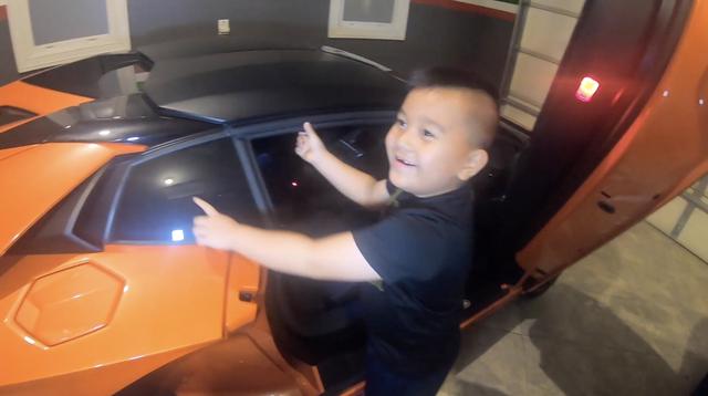 Cậu bé 6 tuổi người Việt tự tin đánh giá hàng loạt siêu xe, hoá ra người bố không hề xa lạ - Ảnh 2.