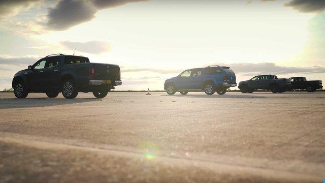 So tài bộ tứ bán tải: Ford Ranger Raptor tỉ thí cả đàn anh F-150 Raptor cùng cái kết bất ngờ - Ảnh 1.
