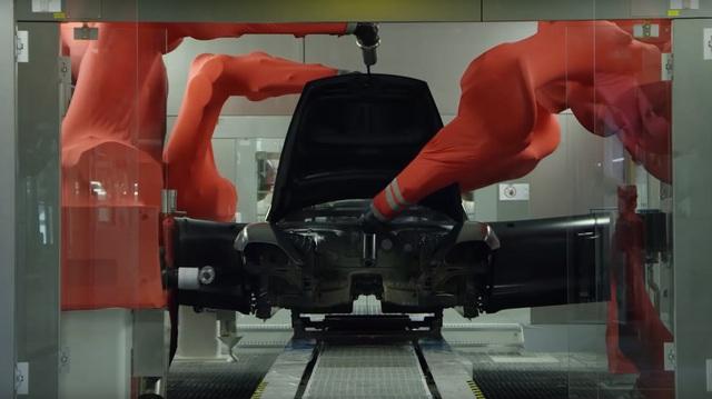Xem siêu phẩm Porsche Taycan sắp về Việt Nam được lắp ráp kỳ công như thế nào