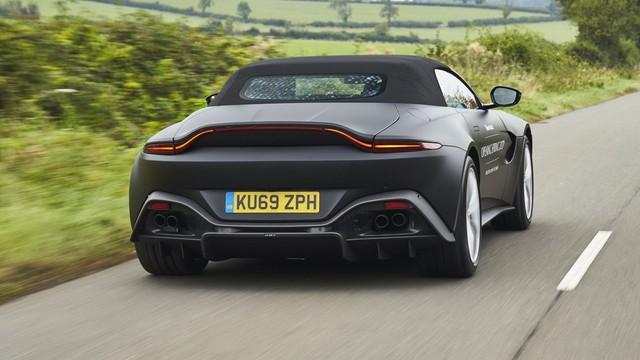 Aston Martin Vantage Roadster 2020 lộ diện với mui trần mỹ miều - Ảnh 2.