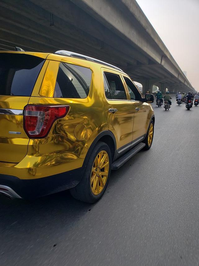 Ford Explorer dán decal mang đậm phong cách dân chơi Trung Đông - Ảnh 2.