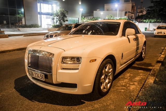 Rolls-Royce Ghost biển số khủng của đại gia Đà Nẵng bất ngờ xuất hiện tại Sài Gòn - Ảnh 4.