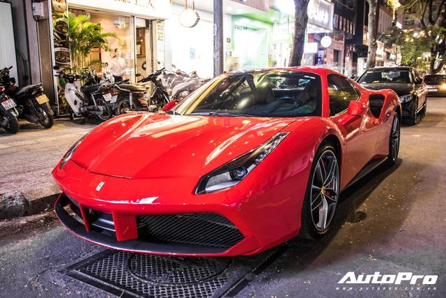 Doanh nhân Nguyễn Quốc Cường và Đàm Thu Trang dạo phố cùng siêu xe Ferrari 488 Spider mới tậu - Ảnh 1.