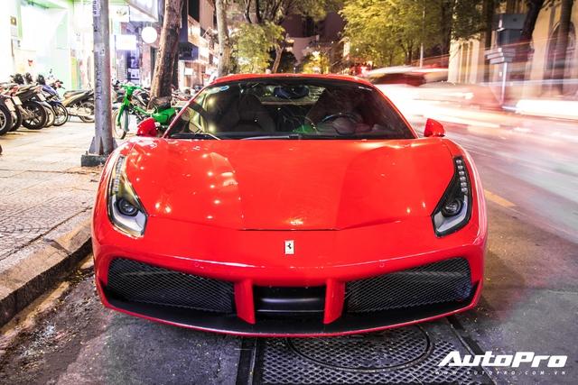 Doanh nhân Nguyễn Quốc Cường và Đàm Thu Trang dạo phố cùng siêu xe Ferrari 488 Spider mới tậu - Ảnh 2.