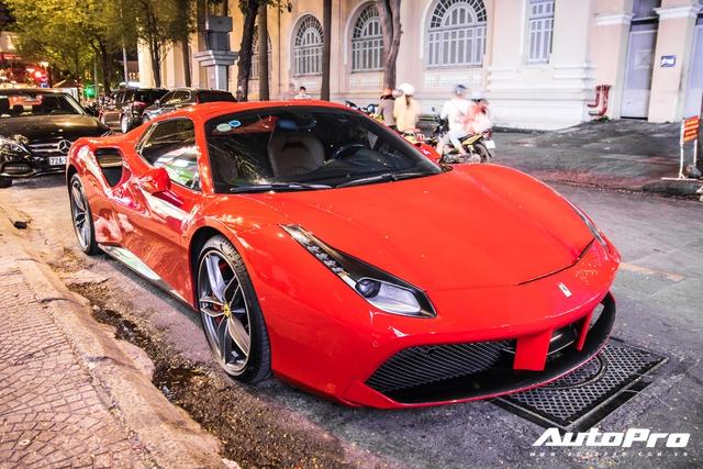 Doanh nhân Nguyễn Quốc Cường và Đàm Thu Trang dạo phố cùng siêu xe Ferrari 488 Spider mới tậu - Ảnh 3.