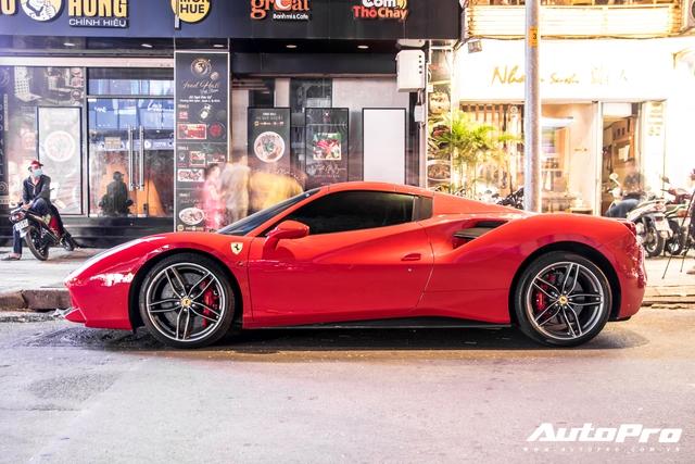 Doanh nhân Nguyễn Quốc Cường và Đàm Thu Trang dạo phố cùng siêu xe Ferrari 488 Spider mới tậu - Ảnh 7.