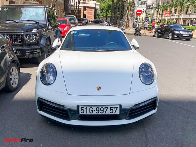Doanh nhân Nguyễn Quốc Cường cầm lái Porsche 911 Carrera S tiền tỷ xuống phố - Ảnh 2.