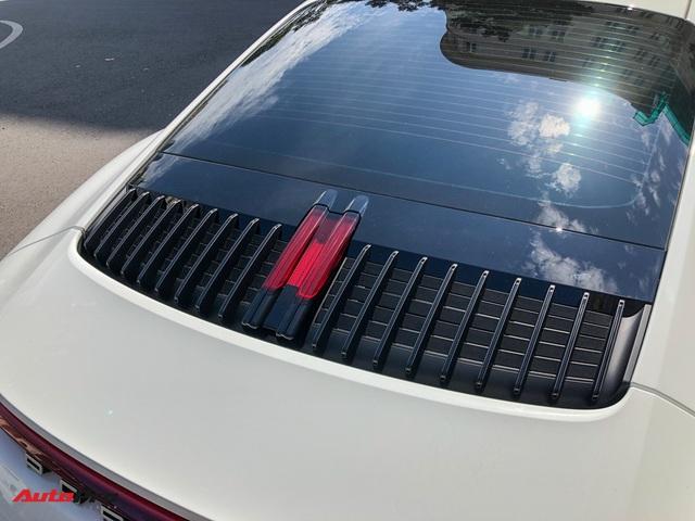 Doanh nhân Nguyễn Quốc Cường cầm lái Porsche 911 Carrera S tiền tỷ xuống phố - Ảnh 7.