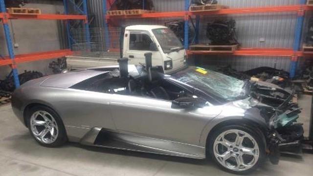 Dong co sieu xe Lamborghini tai nan duoc rao ban voi gia ngang Mazda3 doi moi full trang bi