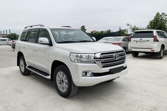 Toyota Land Cruiser 2022 kèm 'lạc' gần 400 triệu tại đại lý để giao sớm, giá lăn bánh đẩy lên 5 tỷ đồng - Ảnh 2.
